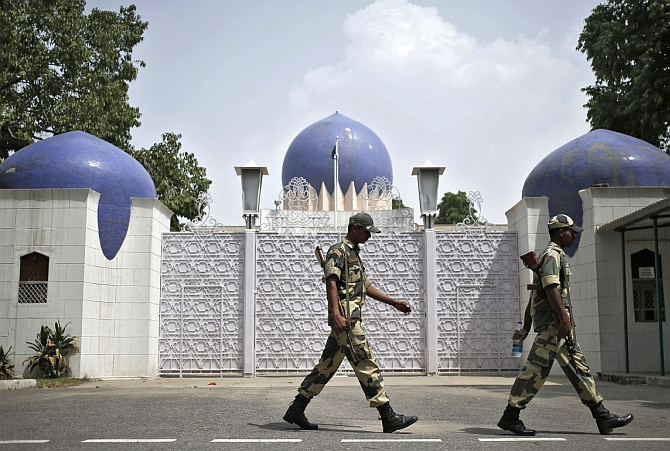 India expels 2 Pak embassy officials for espionage