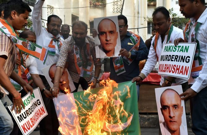 Congress workers protest the death sentence announced by Pakistan to Kulbhushan Jadhav