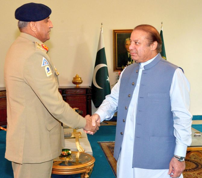 Then Pakistan prime minister Nawaz Sharif, right, with Pakistan army chief General Qamar Javed Bajwa