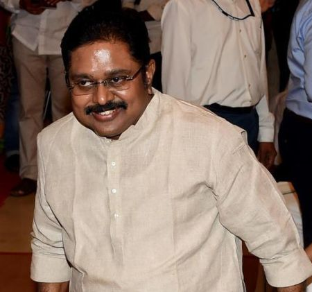 SC refuses pressure cooker poll symbol to Dinakaran for now