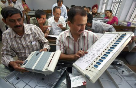 India News - Latest World & Political News - Current News Headlines in India - EC seeks FIR against cyber expert who claimed 2014 polls were 'rigged'