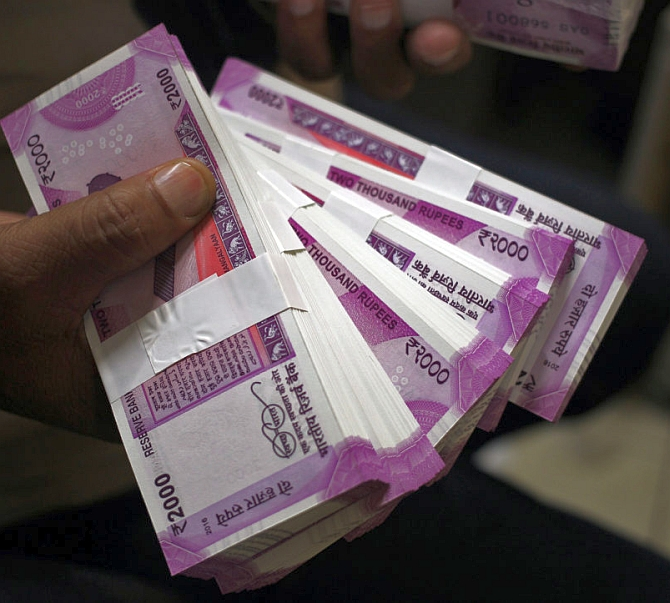 Jaitley lowers cash donation limit for parties to Rs 2,000