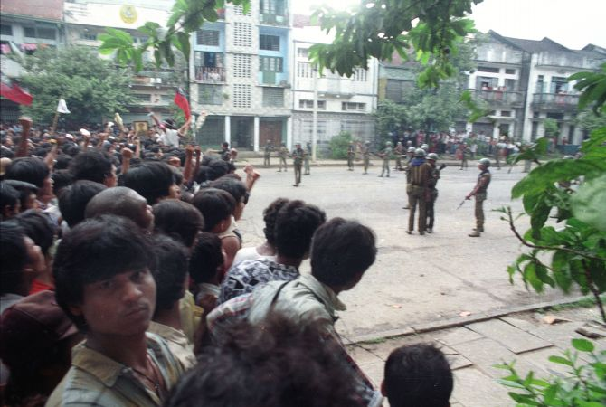 Protestors confront Burmese troops in 1988