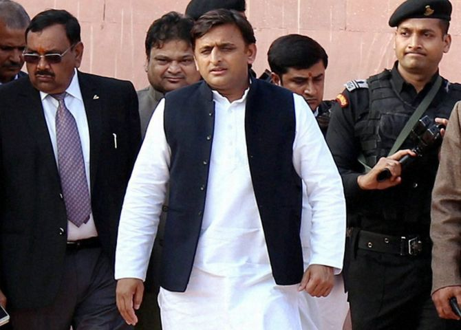 Don't get trapped in symbol dispute: Akhilesh to aides