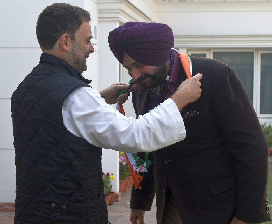 Navjot Singh Sidhu joins Congress after meeting Rahul Gandhi