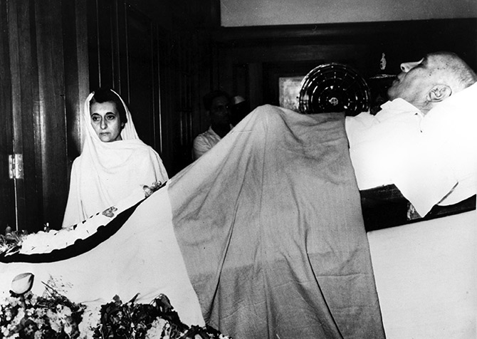 Indira Gandhi mourns the death of her father, Jawaharlal Nehru