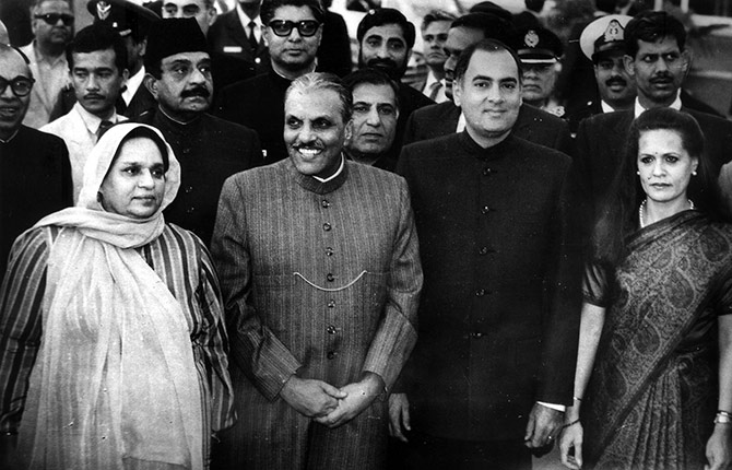 Then Pakistani military dictator General Zia-ul Haq and his wife Begum Shafiq with then prime minister Rajiv Gandhi and Sonia Gandhi during his 1987 visit to India