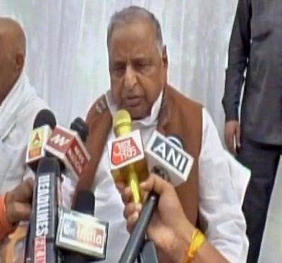 Mulayam defends Akhilesh, says no one responsible for SP's defeat