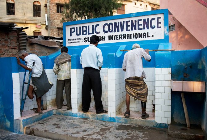 A public toilet in Varanasi, UP. Photo: Jorge Royan/Wikimedia Commons