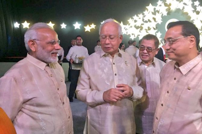 Prime Minister Narendra D Modi with Chinese Premier Li Keqiang, right, and Malaysian Prime Minister Najib Razak, centre, at the dinner to mark 50 years of ASEAN, November 12, 2017. Photograph: @narendramodi/Twitter