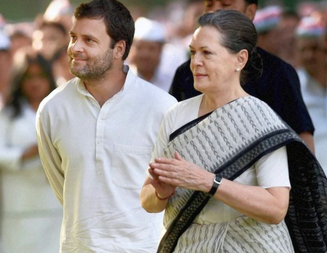 Amarinder opposes challenge to Gandhis' leadership