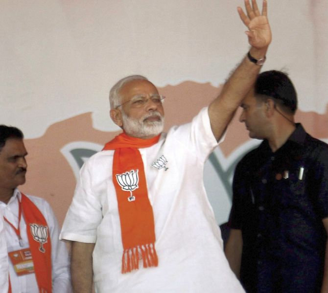 Modi: Guj poll, fight between 'Vikasvaad' and 'Vanshvaad'