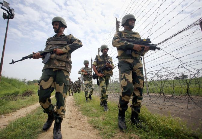 500 terrorists waiting to sneak into Kashmir: Sources