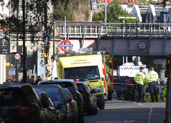 39 bodies found in truck container near London