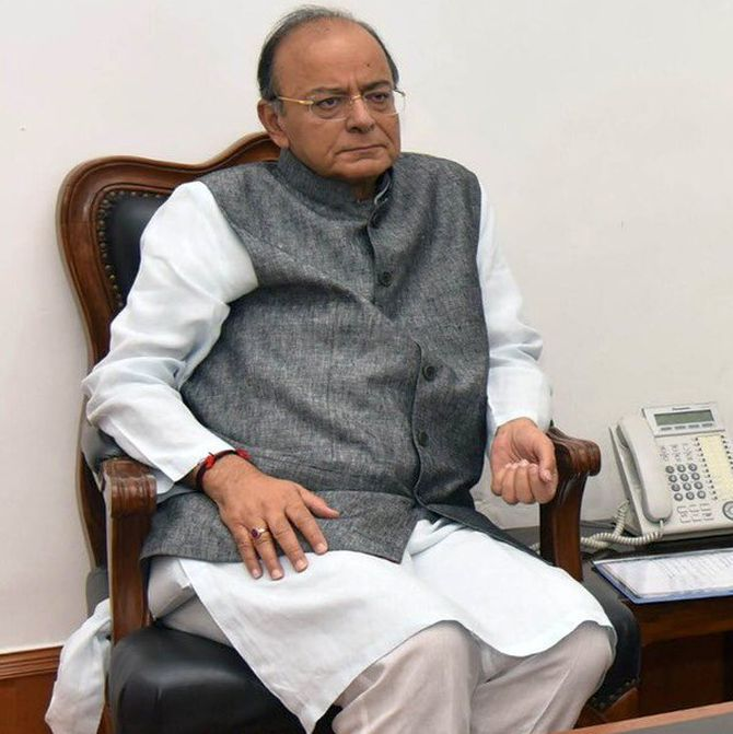 Jaitley on life support; many politicians visit AIIMS