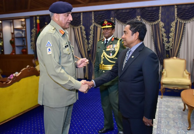 Pakistan's army chief General Qamar Javed Bajwa, left, with Maldives President Abdulla Yameen Abdul Gayoom in Male, April 1, 2018. Photograph: Kind courtesy The Maldives President's Office
