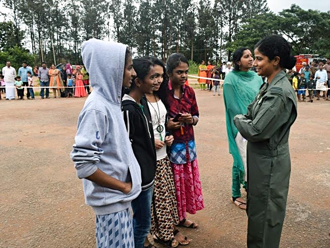 Flt Lt Swati Rathore speaks to college girls