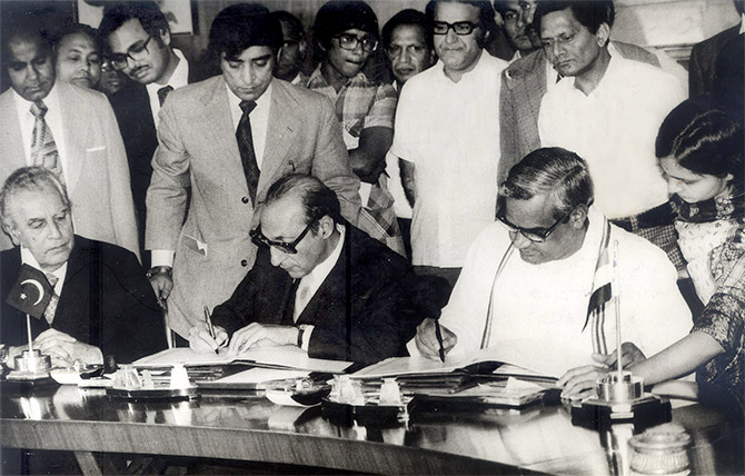 Agha Shahi, Pakistan's then advisor on foreign affairs and then external affairs minister Atal Bihari Vajpayee sign the agreement on the Salal hydro electric project in New Delhi, April 14, 1978