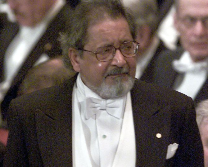 Visibly emotional, V S Naipaul waits to receive his Nobel Prize for literature at Stockholm's Konserthuset from Sweden's King Carl Gustaf, December 10, 2001. Photograph: Chris Helgren/Reuters