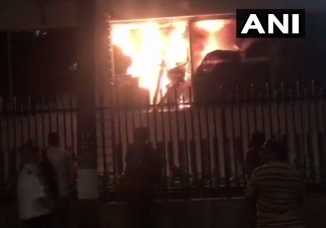 India News - Latest World & Political News - Current News Headlines in India - Fire breaks out at luxury hotel Trident in Mumbai