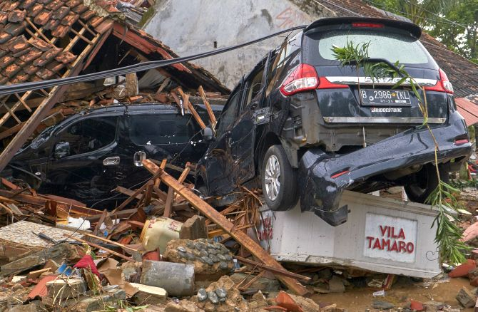 India News - Latest World & Political News - Current News Headlines in India - Indonesia tsunami: 373 dead, over 1,000 missing