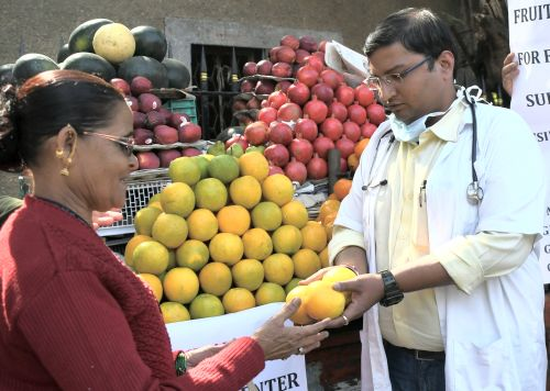 India News - Latest World & Political News - Current News Headlines in India - Why are these doctors selling fruits?