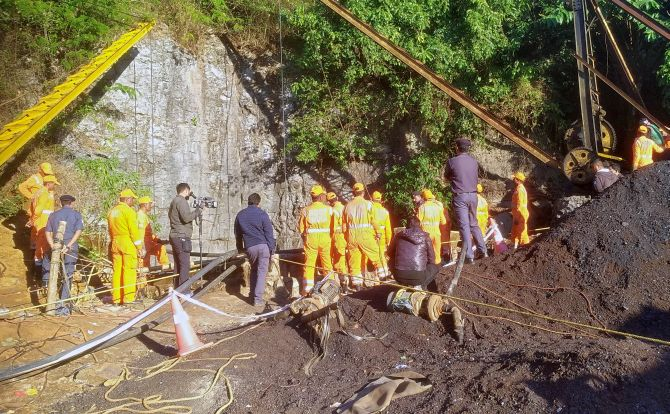 Navy, IAF join operation to rescue trapped Meghalaya miners