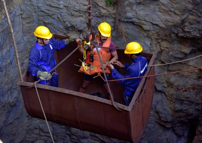 India News - Latest World & Political News - Current News Headlines in India - 17 days on, navy divers get into rescue action at Meghalaya mine site