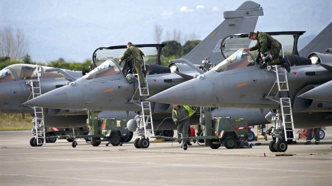 India News - Latest World & Political News - Current News Headlines in India - Wait for CAG report, says govt as Cong steps up Rafale heat