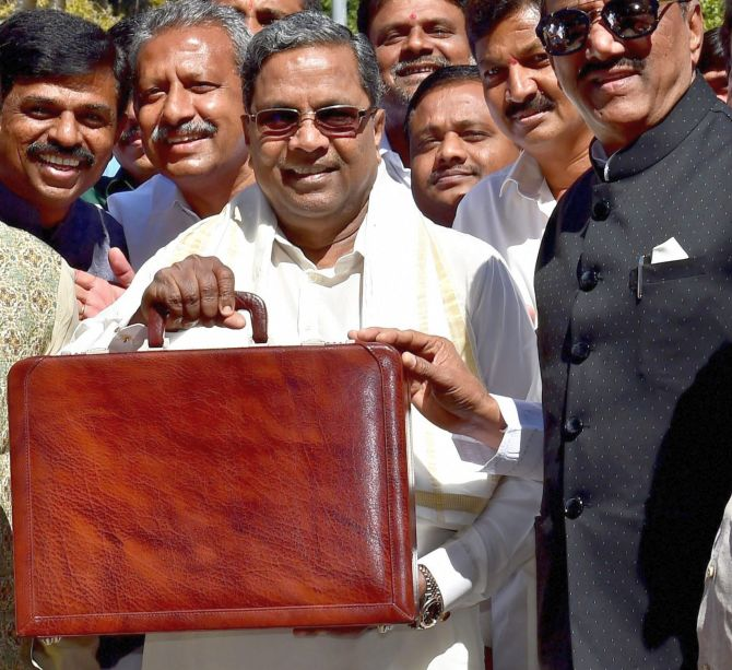 Ahead of K'taka polls, Siddaramaiah rolls out sops in budget