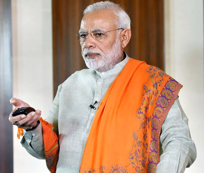 Modi takes on Siddaramaiah on his home turf, attacks him on graft