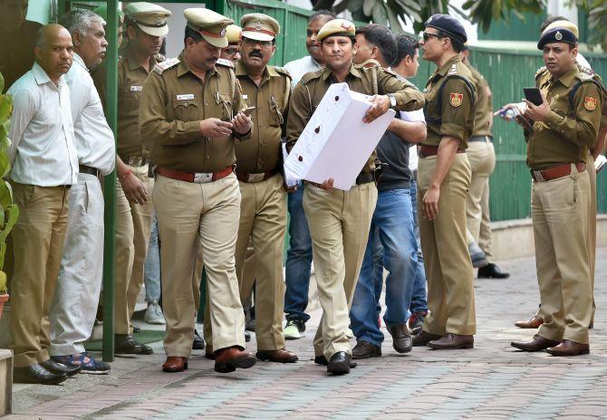 Delhi CS assault: Cops search Kejriwal's house, seize hard disk