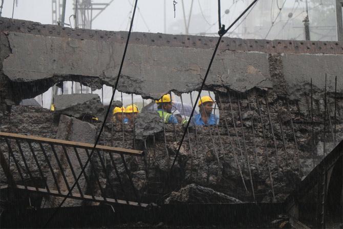 5 Hurt As Part Of Bridge Collapses In Mumbai Railway