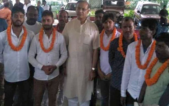 Union Minister Jayant Sinha garlanded the accused in the Ramgarh lynching case at his Hazaribagh home in Jharkhand