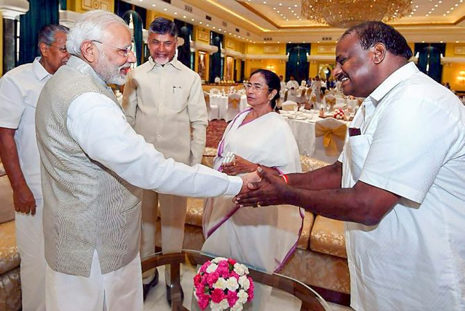 Prime Minister Narendra Damodardas Modi greets Karnataka Chief Minister H D Kumaraswamy as West Bengal CM Mamata Banerjee, Kerala CM Pinarayi Vijayan and Andhra Pradesh CM Nara Chandrababu Naidu look on at the NITI Aayog governing council meeting in New Delhi, June 17, 2018. Photograph: PTI Photo