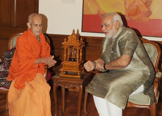 Swami Vishvesha Tirtha of the Pejawar Mutt with Prime Minister Narendra D Modi in 2014. Photograph: Kind courtesy Wikipedia