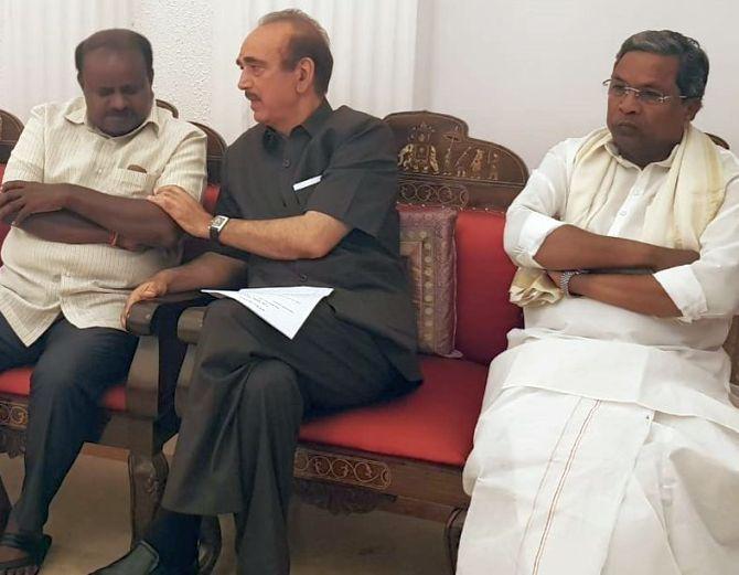 Foe turned friend, Siddaramaiah offers crown to Kumaraswamy