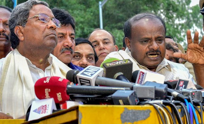 K'taka: Cong ministers resign to make way for rebels