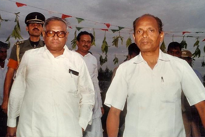 Pendekanti Venkatasubbaiah, left, then governor of Karnataka. Photograph: Kind courtesy Wikipedia Commons