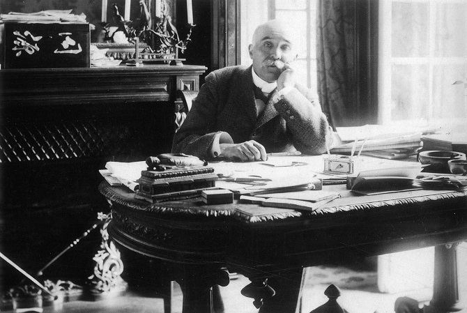 Georges Clemenceau on his desk with Bodhisattvas during the Great War.