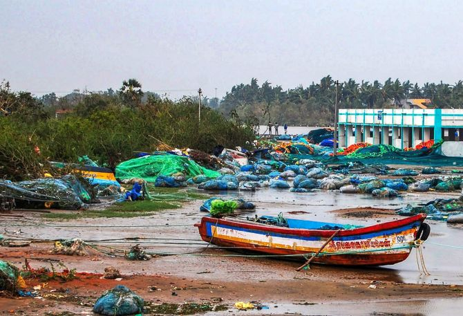 Cyclone Gaja leaves 33 dead in TN, navy joins relief operations
