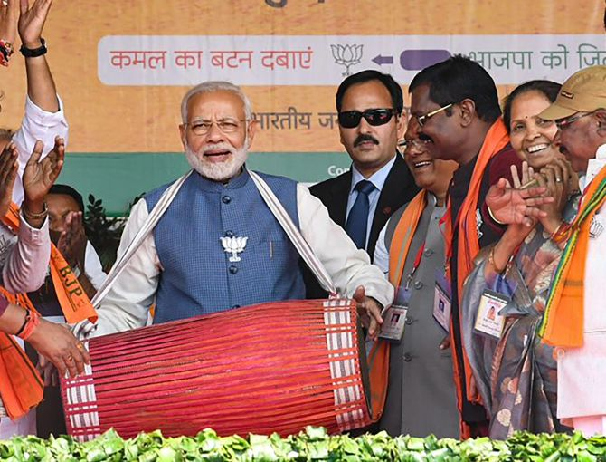India News - Latest World & Political News - Current News Headlines in India - Dalit Sitaram Kesri was 'thrown out' to make way for Sonia: Modi