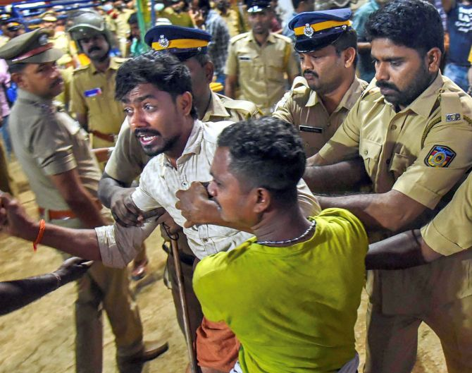 India News - Latest World & Political News - Current News Headlines in India - Sabarimala stand-off: 69 people remanded, HC raps police action