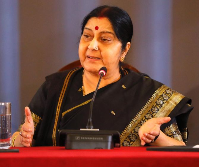 India News - Latest World & Political News - Current News Headlines in India - Sushma, Pak Min spat over abduction of 2 Hindu girls