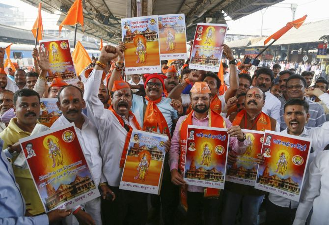 Shiv Sena members seen before they boarded a train to Ayodhya to attend the Vishwa Hindu Parishad Dharma Sabha at the Thane railway station, November 22, 2018. Photograph: PTI Photo