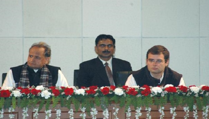Ashok Gehlot with Rahul Gandhi. kind courtesy www.ashokgehlot.in .