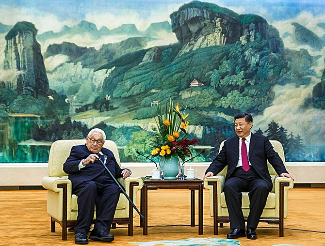 Xi Jinping meets former US secretary of state Henry Kissinger at the Great Hall of the People in Beijing, November 8, 2018.