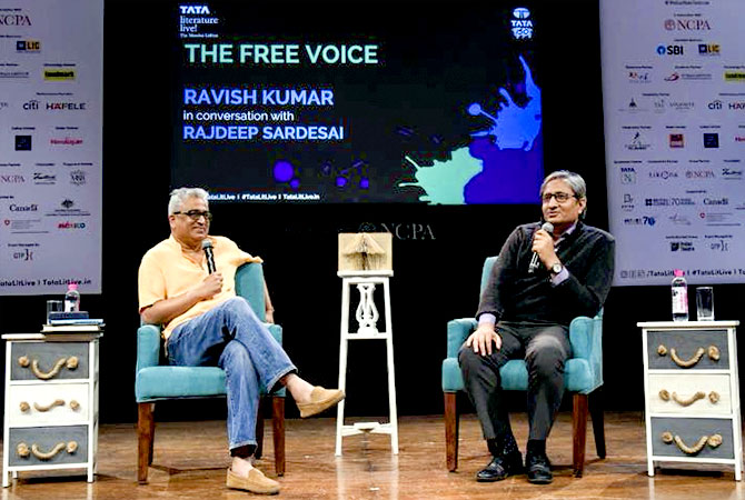 Rajdeep Sardesai in conversation with Ravish Kumar. Photograph: Kind courtesy Rajdeep Sardesai/Facebook.