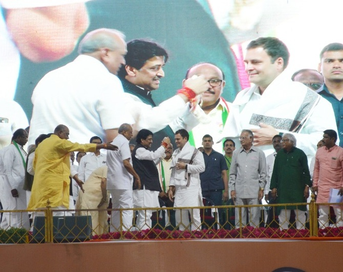 Rahul Gandhi being felicitated by Congress leaders in Nanded, April 15, 2019. Photograph: Dhananjay Kulkarni
