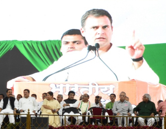 Congress leaders listen to Rahul Gandhi's speech in Nanded, April 15, 2019. Photograph: Dhananjay Kulkarni